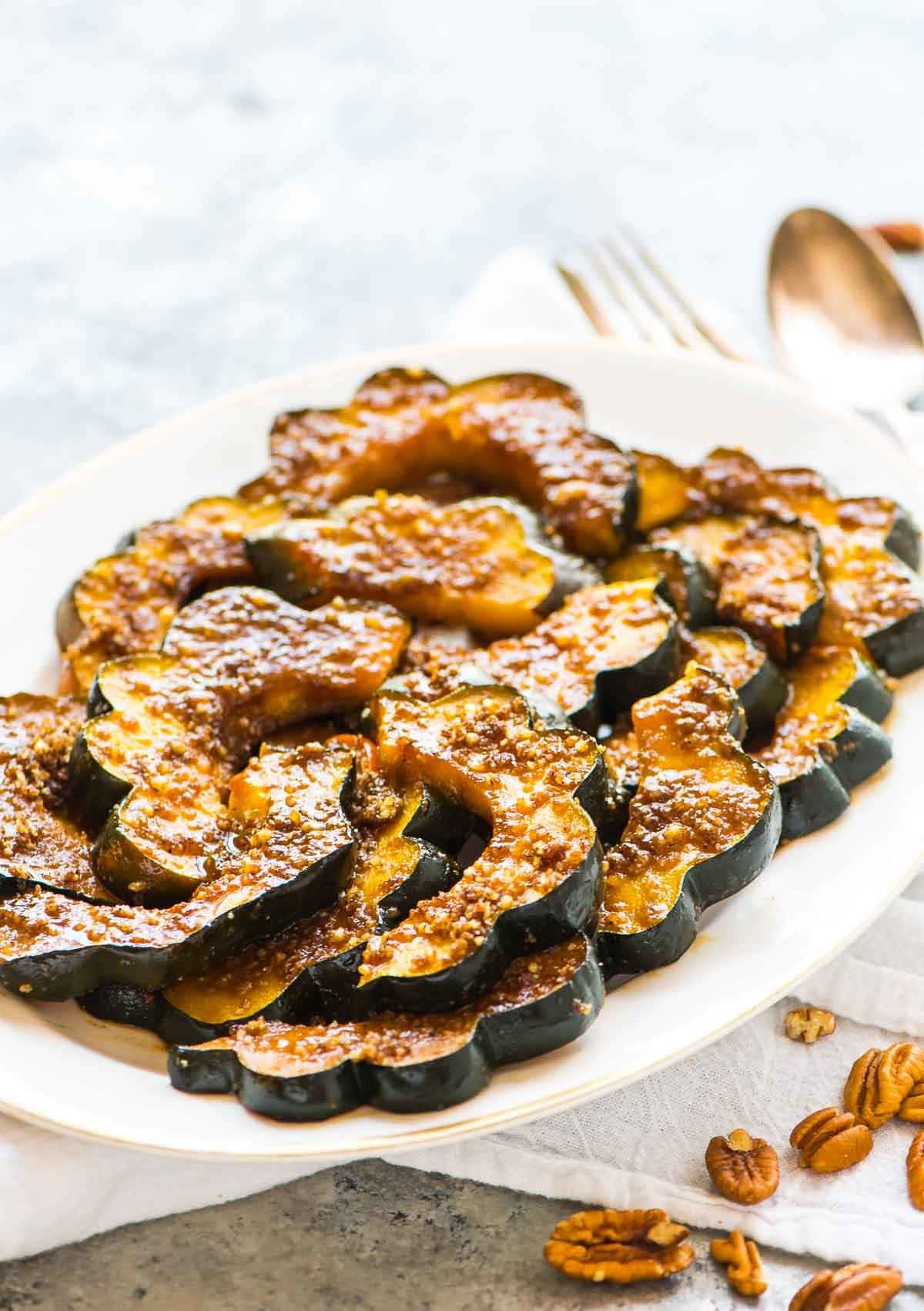 Baked Acorn Squash Slices with Brown Sugar and Pecans. Less than 30 minutes in the oven and just a few simple ingredients are all that you need for this delicious recipe! Great for holidays or a fall side. Recipe at wellplated.com | @wellplated