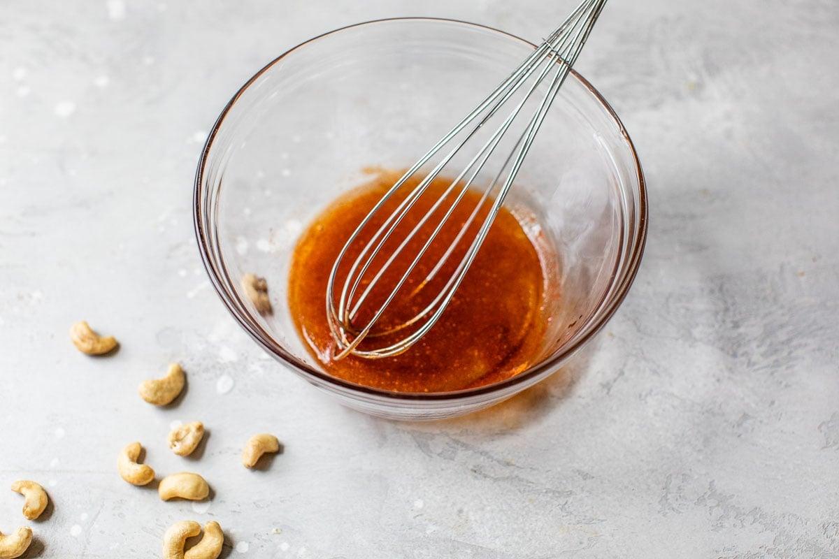 Miel y especias en un bol