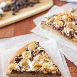 Peanut Butter S'mores Pizza. Ooey, gooey, AMAZING