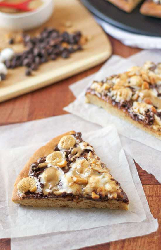 Peanut Butter S'mores Pizza. Ooey, gooey, AMAZING