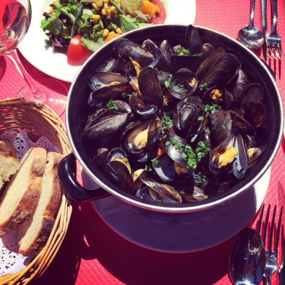 1 Kilo of Mussels at Cafe St. Malo