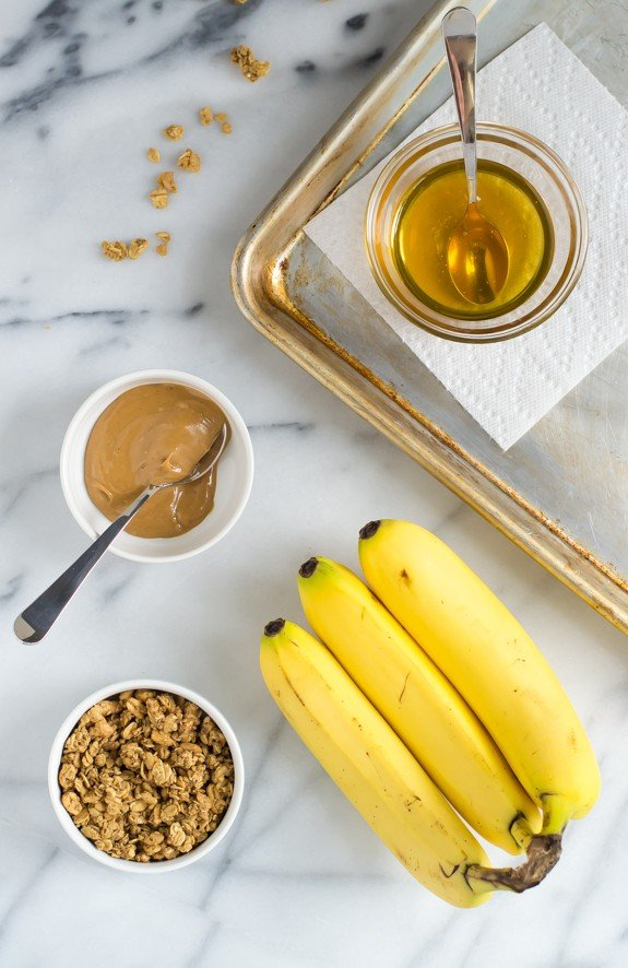Peanut Butter Toast with Bananas, Granola and Honey. Everything to love!