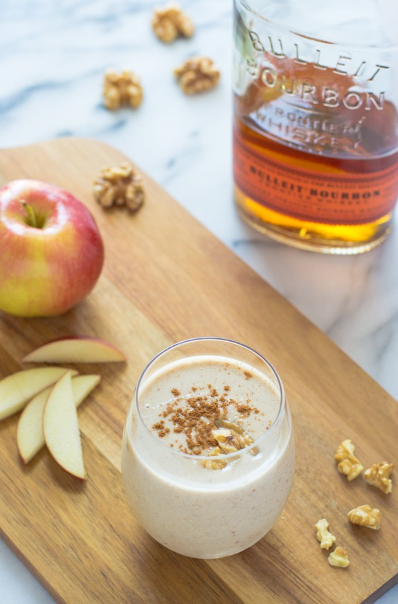 Boozy Apple Pie Oatmeal Smoothies. Tastes just like an apple pie milkshake!