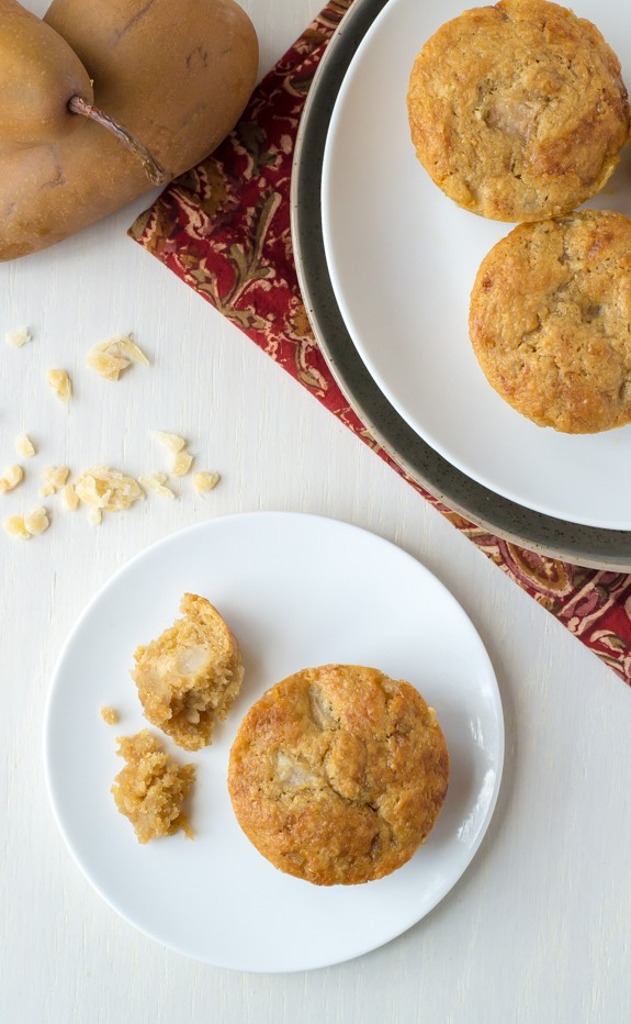 Fresh Ginger Pear Muffins. Healthy muffins made with fresh pears and three types of ginger