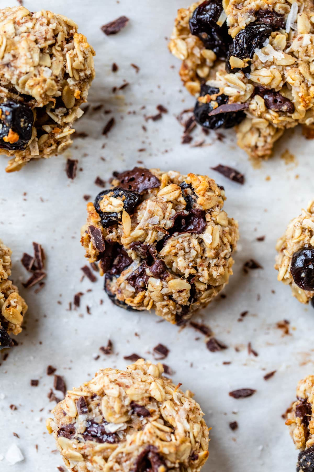 FINALLY a healthy cookie that tastes great! Dark Chocolate Cherry Snack Cookies. {Vegan and gluten free!}