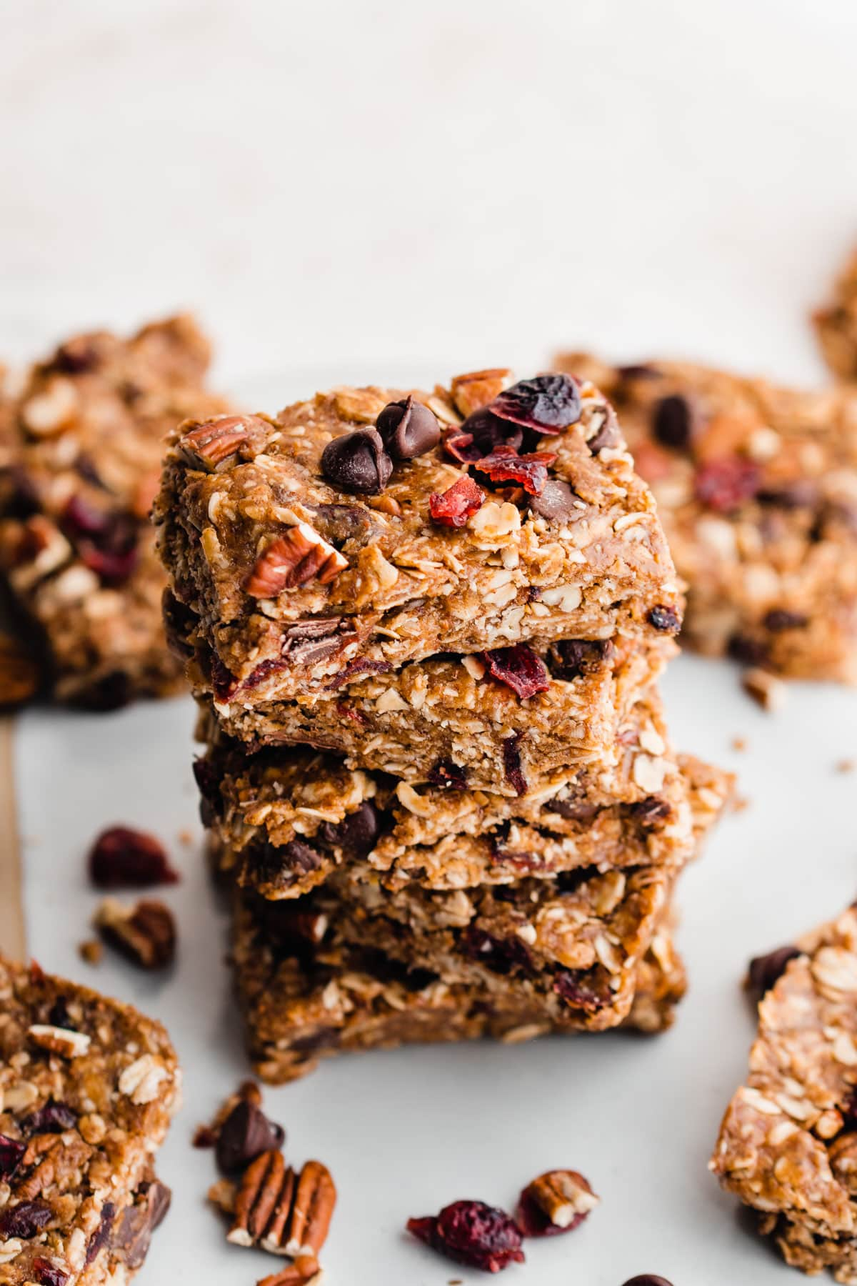 Healthy Salted Chocoalte Almond No Bake Granola Bars made with dates and cocoa. These taste like brownies! Gluten free