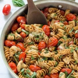 Caprese Chicken Pasta. An easy chicken mozarella pasta with tomatoes and basil that's ready to go in only 30 minutes!