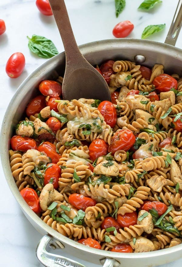 Caprese Chicken Pasta. An easy chicken mozarella pasta with tomatoes ...