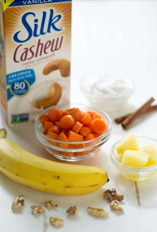 A healthy carrot smoothie that taste just like carrot cake!