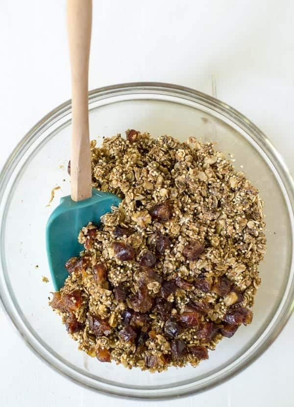 Healthy homade granola bars with chia, peanut butter and honey