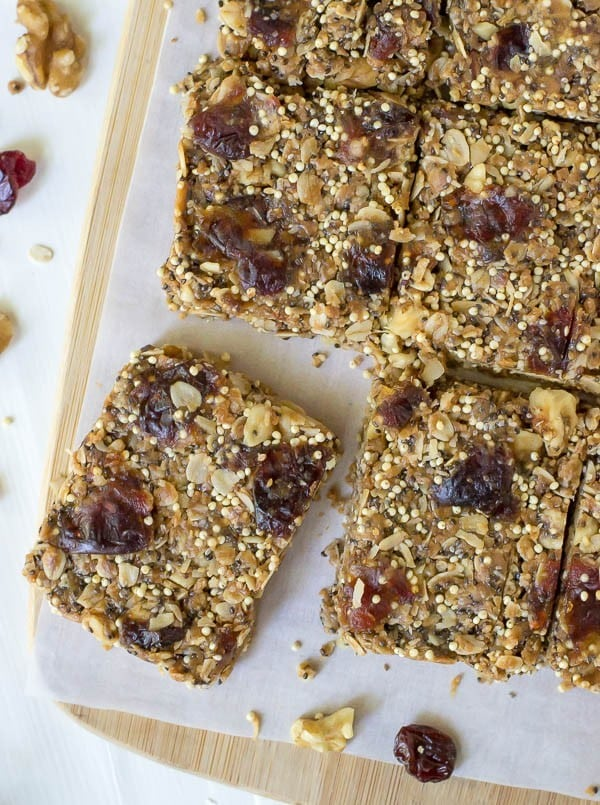 The best healthy granola bar recipe! No Bake Chia Bars made with peanut butter and honey