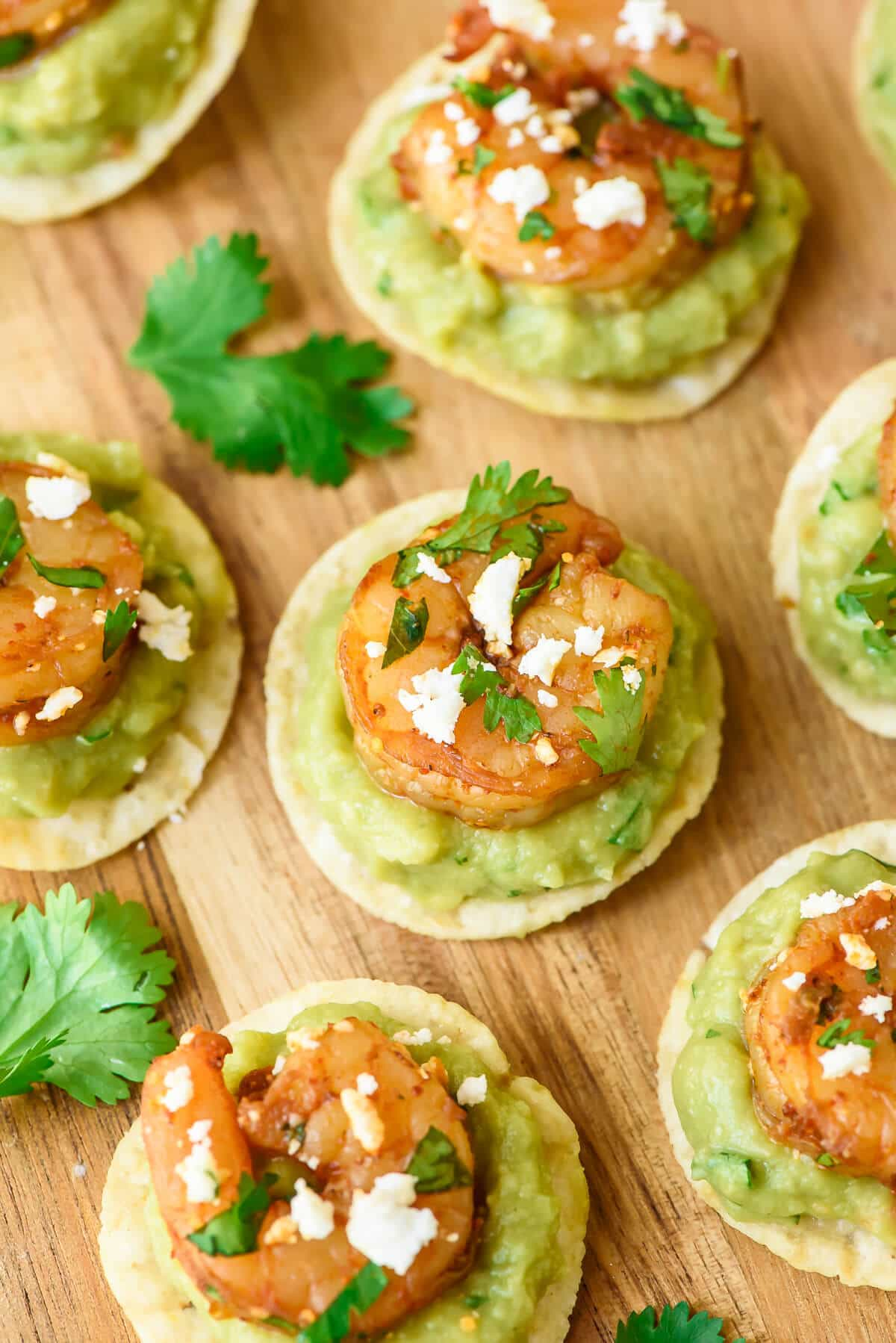 Spicy Shrimp Guacamole Bites - quick and easy, super addictive, and the perfect finger food appetizer for any gathering!
