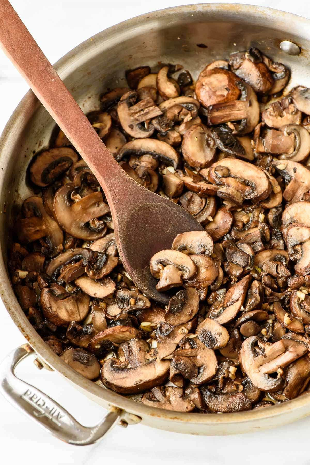 Easy Skillet Mushroom Chicken and Quinoa Recipe. Healthy and ready in 30 minutes!