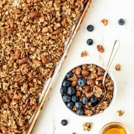 Simple and healthy homemade granola recipe with honey, almond, flax and coconut oil. Easy to make and it has so much texture and flavor!
