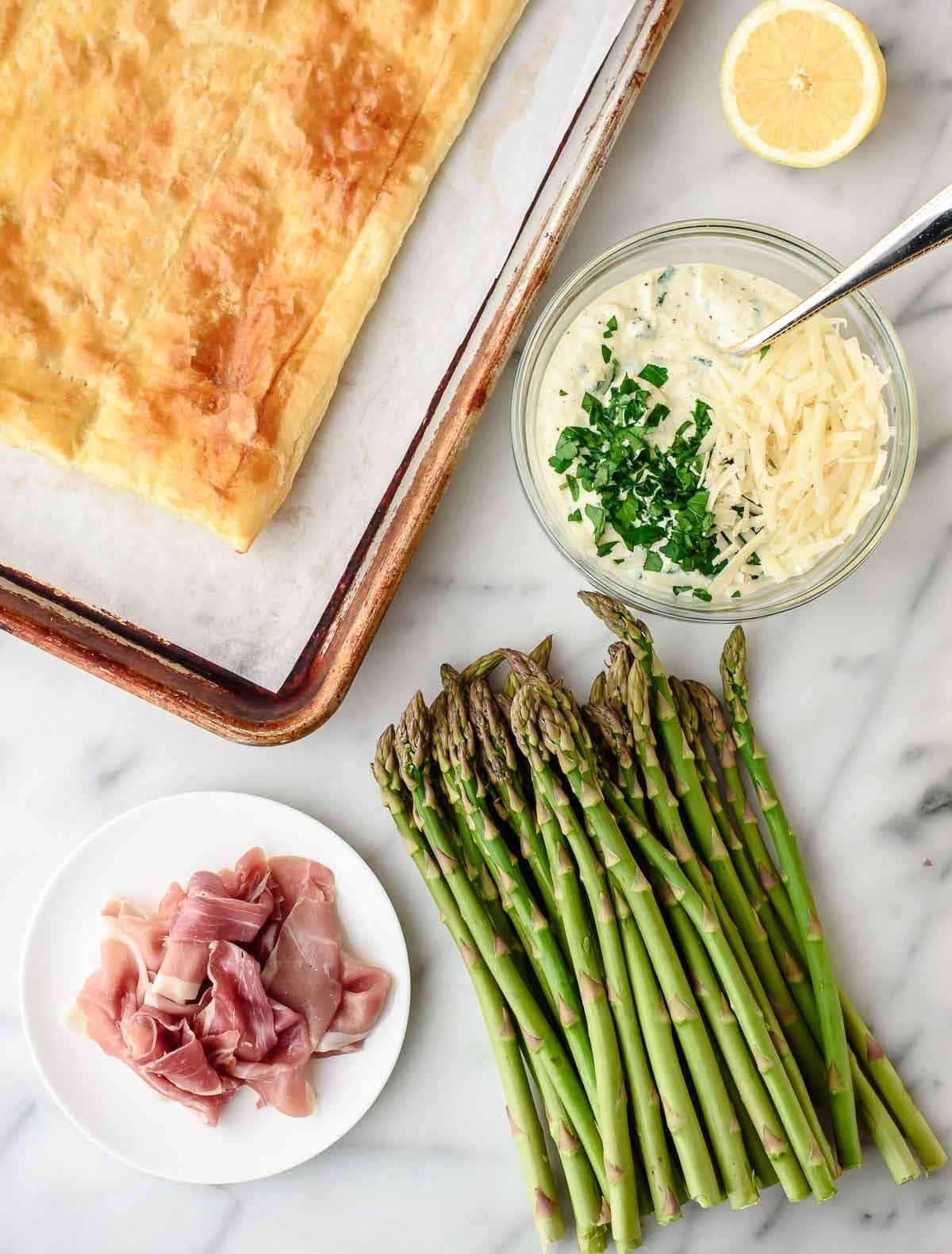 An EASY Asparagus Tart with ricotta cheese, puff pastry, and prosciutto. Perfect for an appetizer, brunch or light dinner! @wellplated