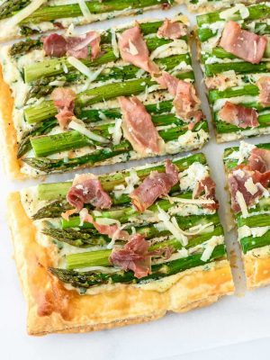 This Asparagus Tart is GORGEOUS and EASY! A delicious appetizer, main dish, or brunch! @wellplated