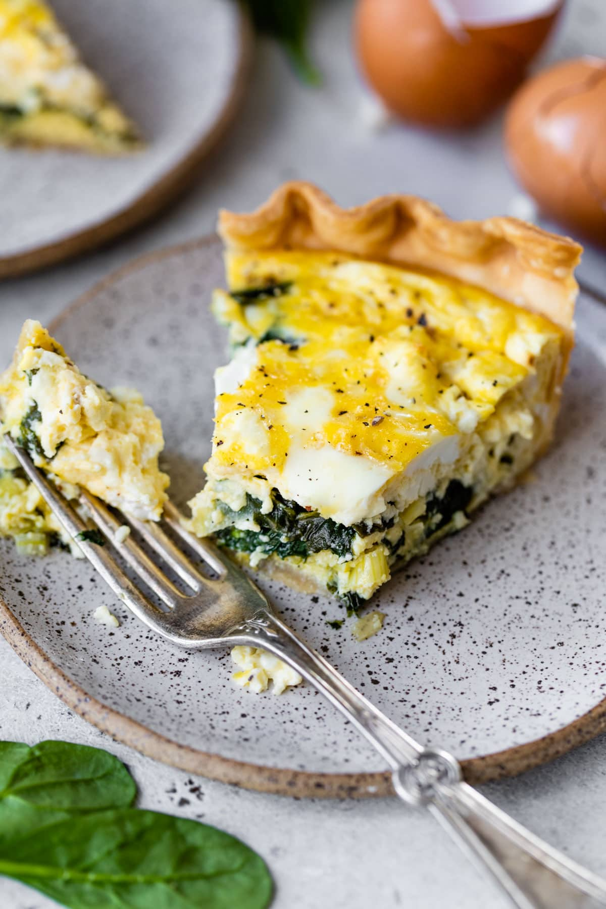 A simple and beautiful Spinach Feta Quiche. The phyllo dough crust is easy and impressive! @wellplated