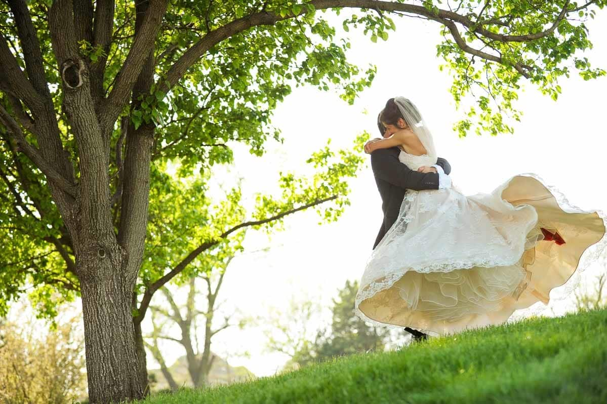 Wedding photo idea—spinning outside