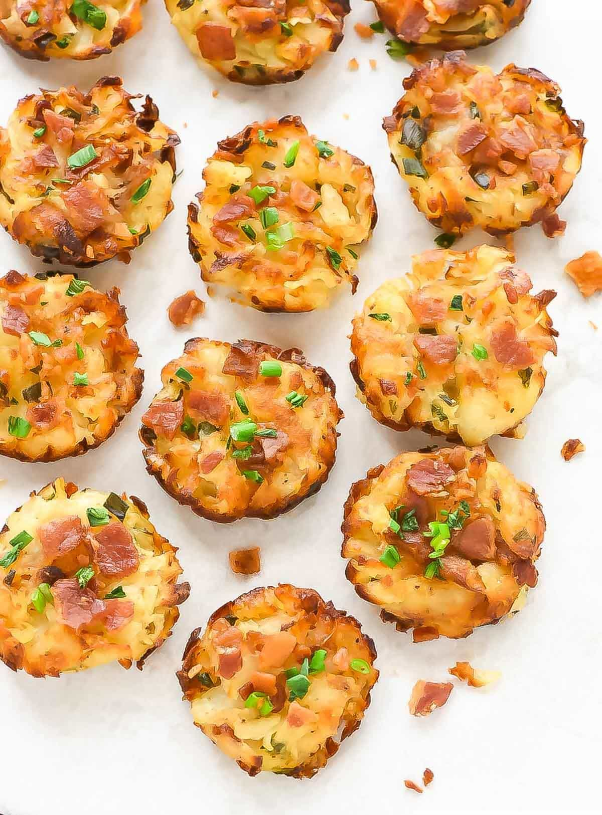 Baked, not fried homemade tater tots a mini muffin pan. GENIUS recipe with cheese and bacon. Say goodbye to those frozen bags of tater tots. This homemade version is so easy and way better than store-bought! @wellplated