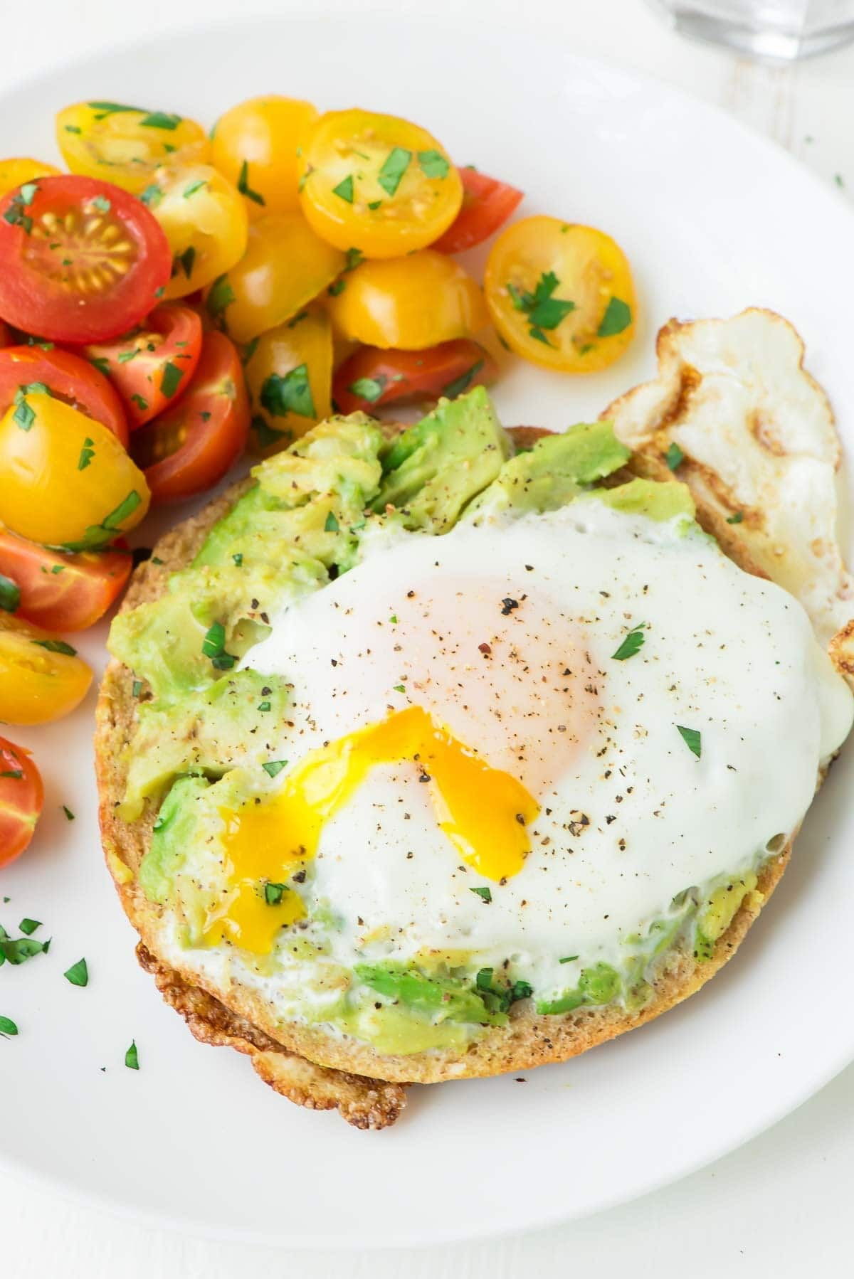 Fry an egg inside a bagel, then top with smashed avocado. Perfect for a filling breakfast, healthy lunch, or quick dinner. @wellplated