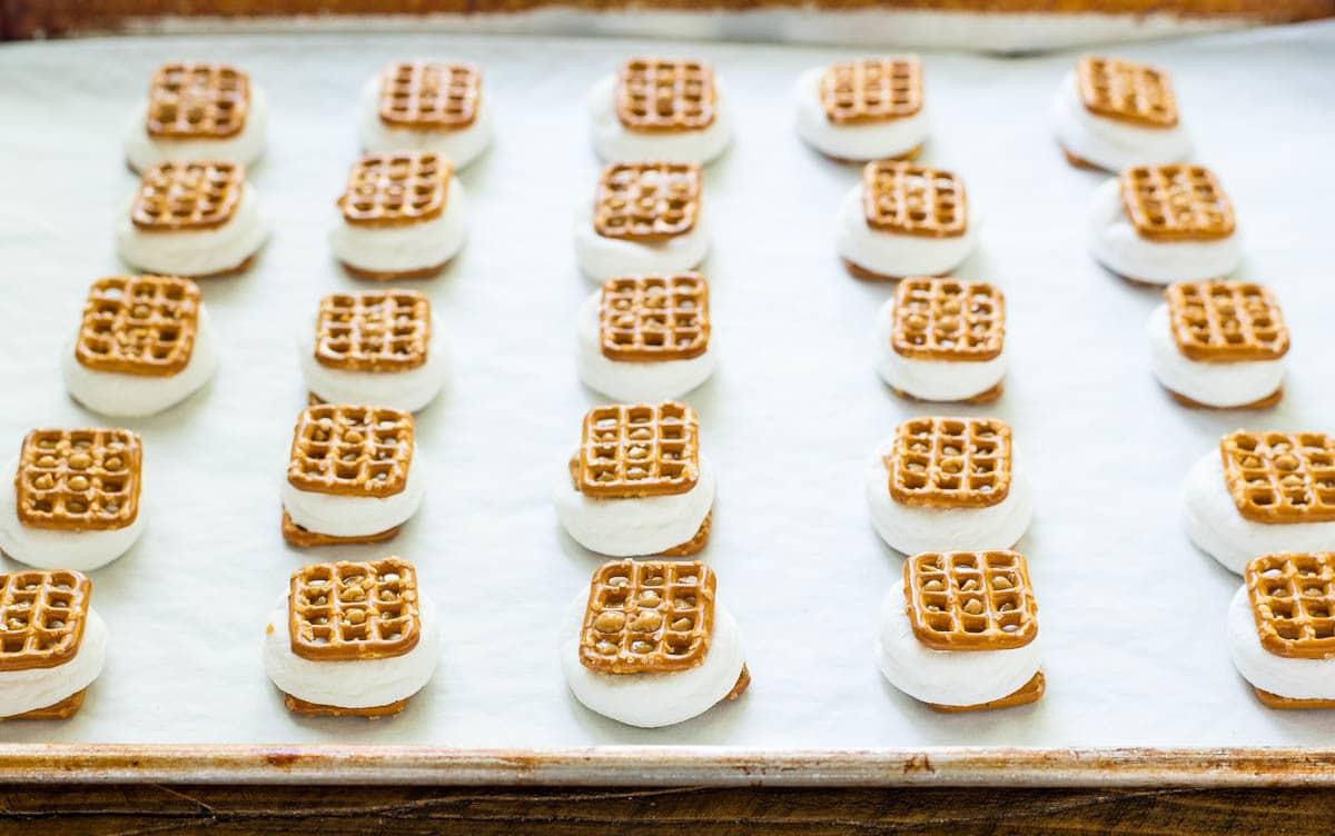 How to make easy pretzel smores bites. @wellplated
