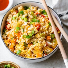 Pineapple Cauliflower Fried Rice. This tastes EXACTLY like regular fried rice but is so much healthier for you! Low carb, grain free, and paleo friendly. @wellplated