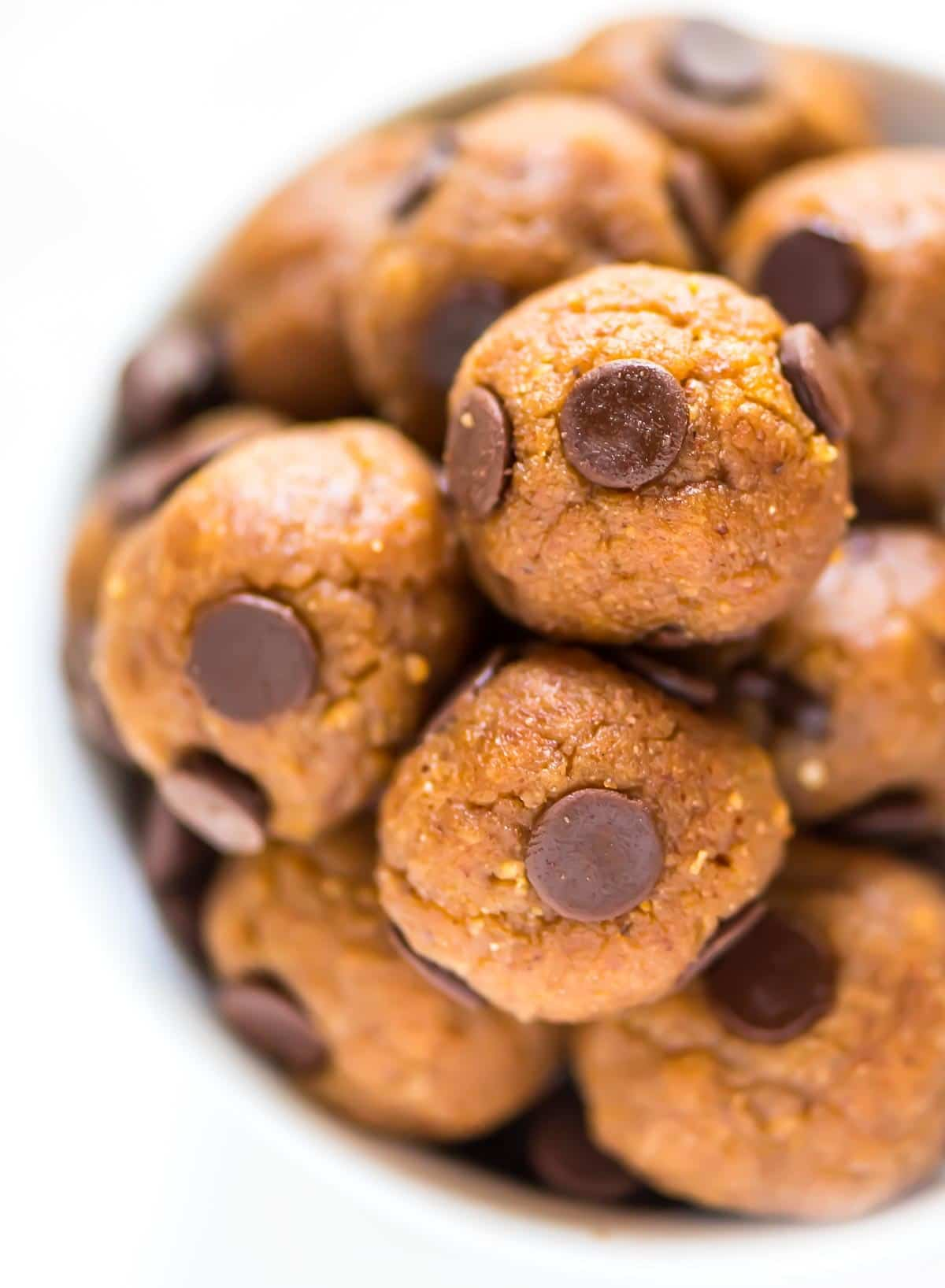 Paleo Protein Balls that taste EXACTLY like chocolate chip cookie dough! EASY recipe that's low carb, high in protein and fiber, and gluten free. @wellplated