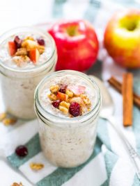 Apple Pie Overnight Oats. Like having dessert for breakfast! @wellplated