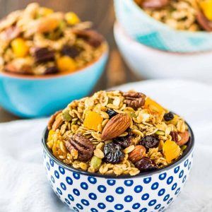 The BEST, easiest homemade granola ever! Crock Pot Granola. Simple, healthy, and the slow cooker does the work. Add any of your favorite fruits, nuts, and chocolate chips. DELICIOUS. {vegan, dairy free, gluten free} @wellplated