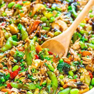 Teriyaki Chicken Casserole recipe — a DELICIOUS and EASY all-in-one meal with juicy chicken, crispy veggies, brown rice, and an addictive sticky teriyaki sauce. Great recipe for busy weeknights! @wellplated