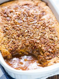 Pumpkin Pecan Cobbler. Buttery pumpkin cake on top, hot caramel sauce underneath. The BEST pumpkin dessert! @wellplated