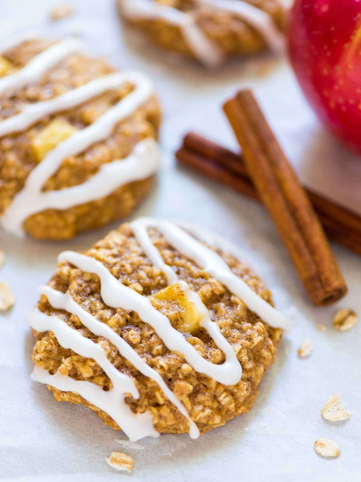 The BEST Healthy Apple Oatmeal Cookies. Perfect for healthy snacks and desserts! @wellplated