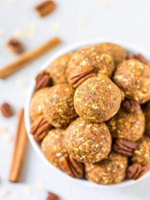 No Bake Pumpkin Energy Balls. Tastes like pumpkin pie! Perfect for healthy snacks, on-the-go breakfasts, or anytime you need a healthy dessert. Vegan, gluten free, and naturally sweetened. @wellplated