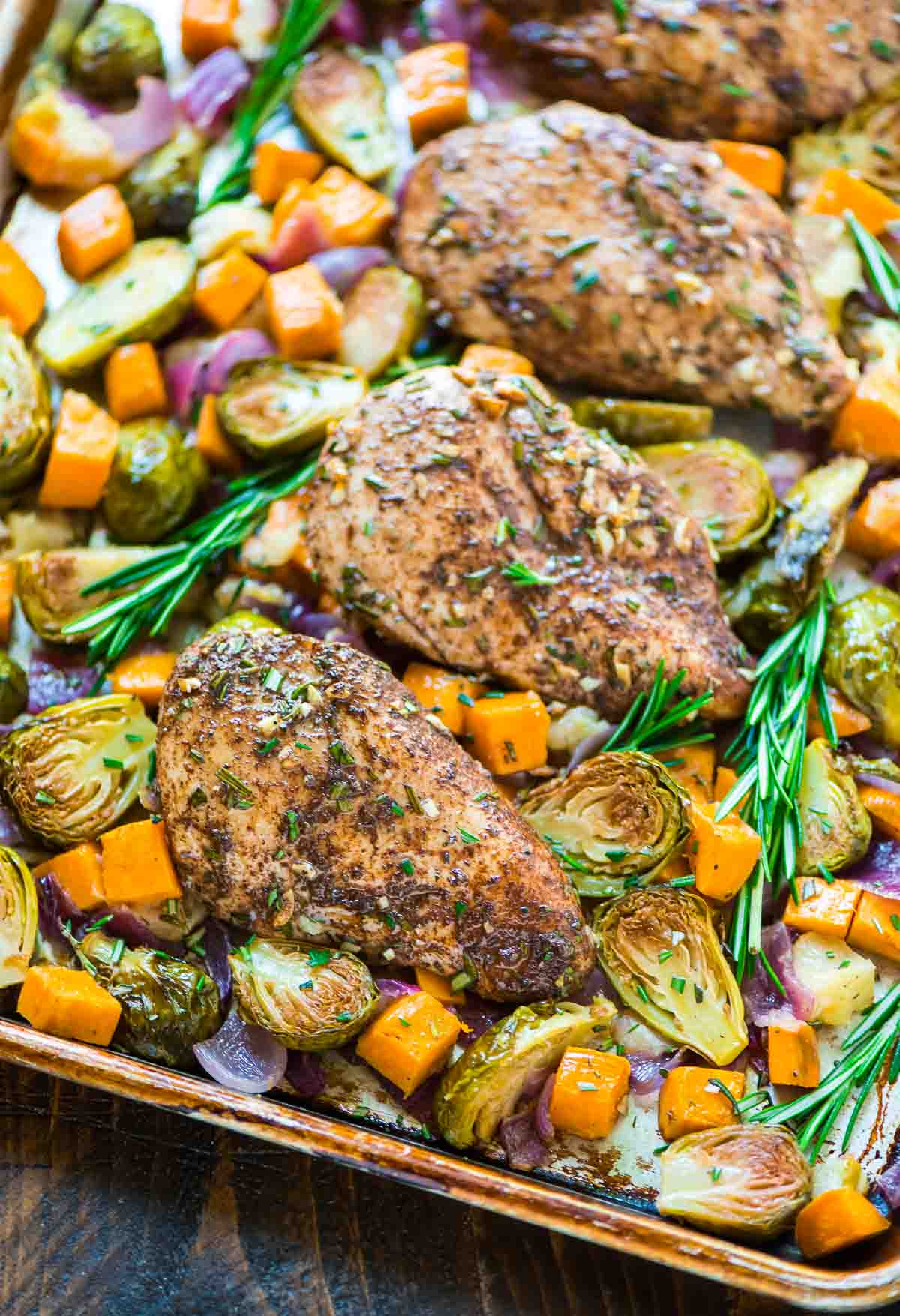ONE PAN Harvest Sheet Pan Chicken with Sweet Potatoes, Apples, and Brussels Sprouts. Delicious, easy, no clean up! @wellplated