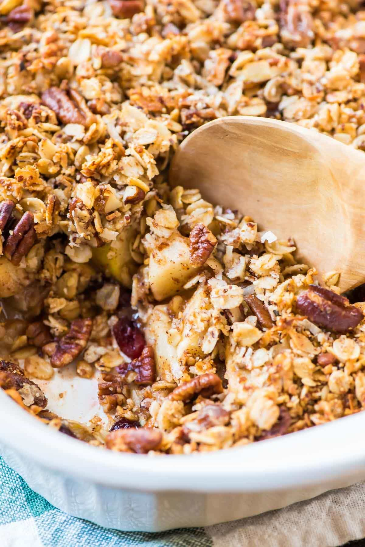 Award-winning Vegan Apple Crisp with Pecan Oat Topping. BEST healthy apple crisp and it's gluten free too! @wellplated