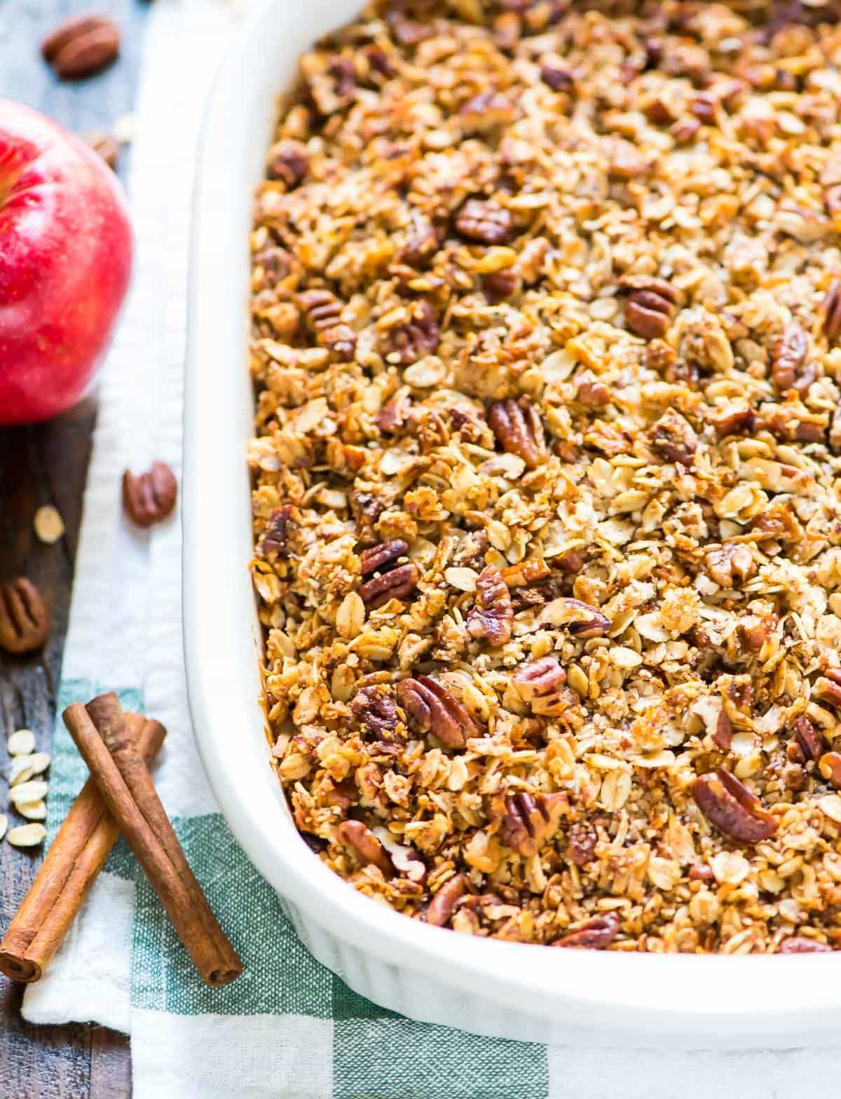 OMG this is the BEST Vegan Apple Cranberry Crisp! Easy, healthy, and gluten free recipe. @wellplated