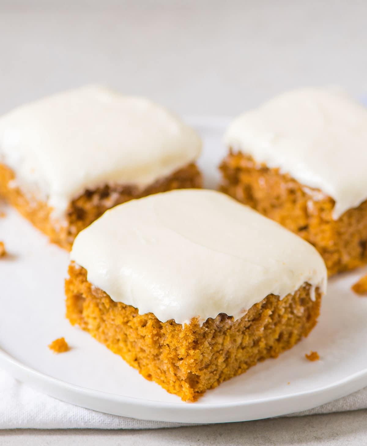 Moist Pumpkin Sheet Cake with Greek Yogurt Cream Cheese Frosting. Classic recipe, done lighter with Greek yogurt! @wellplated