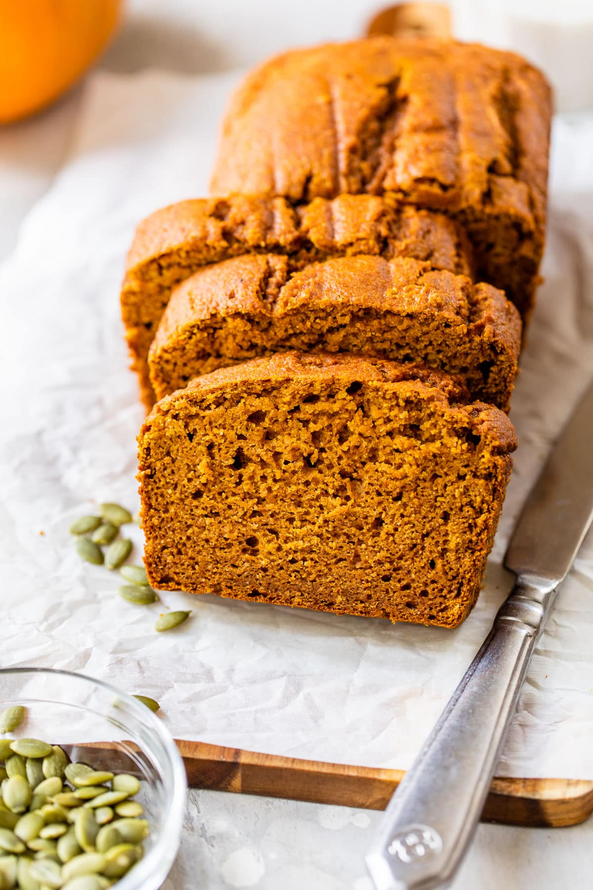 This low fat pumpkin bread is DELICIOUS. No butter or no sugar! Just pure pumpkin goodness. Easy, healthy recipe made with Greek yogurt and honey. @wellplated