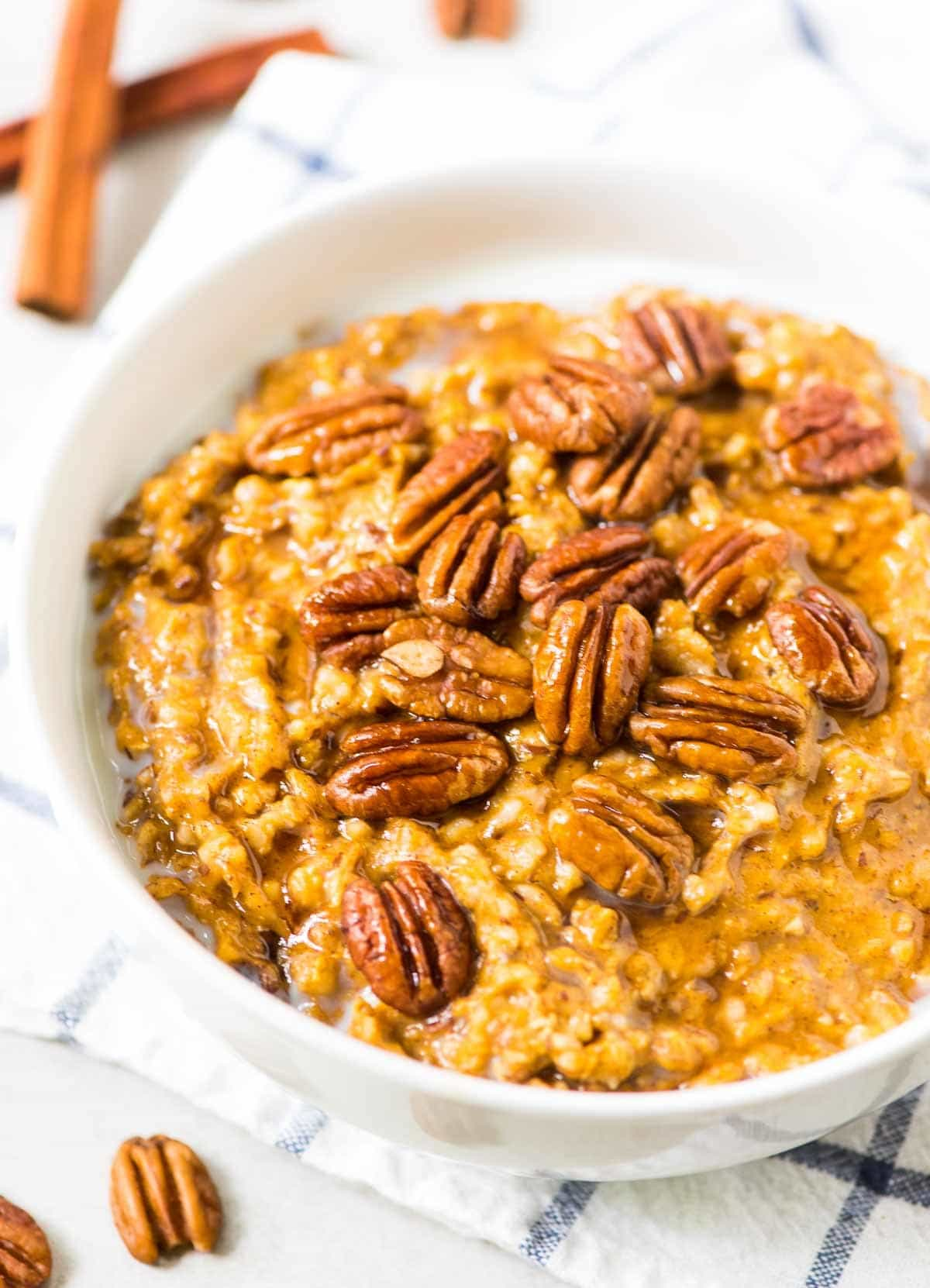 Slow Cooker Pumpkin Overnight Oats. The perfect fall breakfast. Ready to go as soon as you wake up! @wellplated