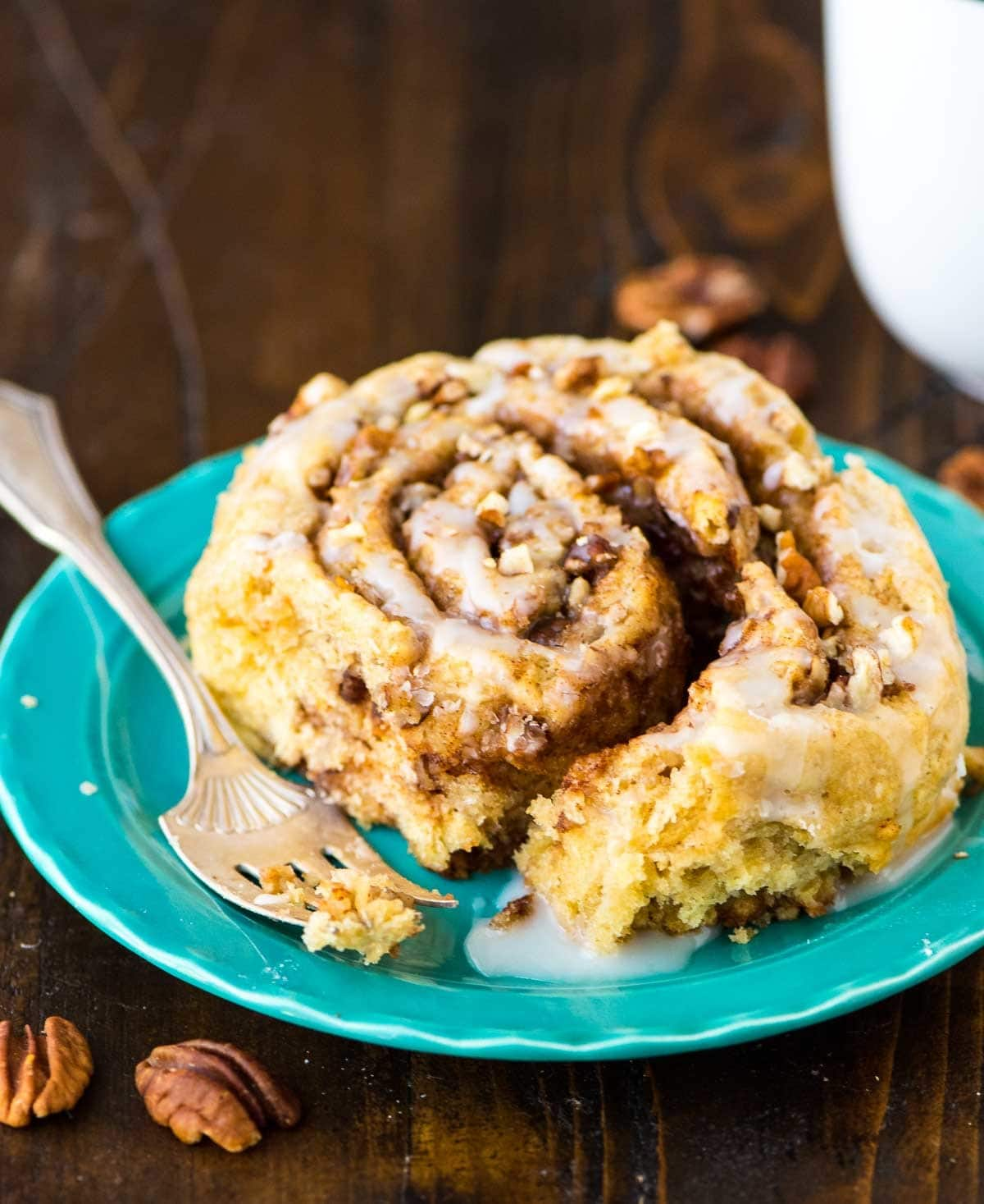 Homemade Biscuit Cinnamon Rolls – Way easier than classic cinnamon rolls and they taste even better! Buttery soft biscuit dough, with a gooey cinnamon sugar filling and buttermilk glaze. TO DIE FOR! Recipe at wellplated.com | @wellplated