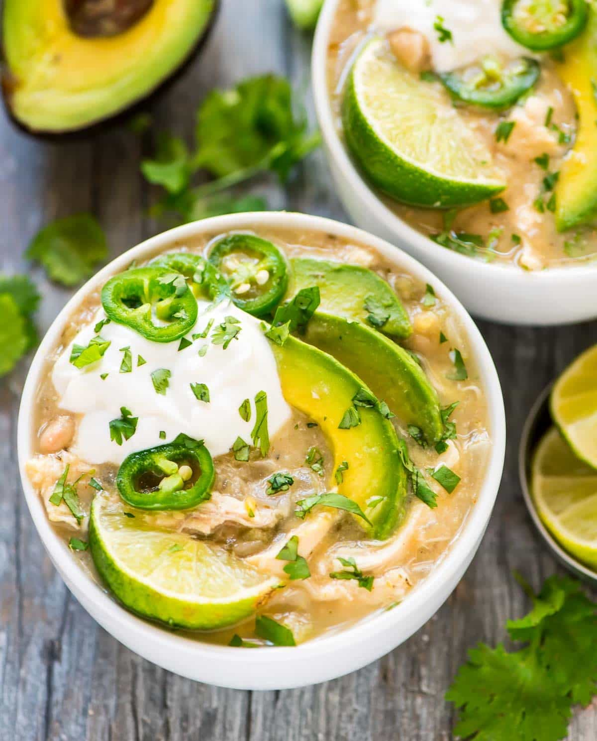 Crockpot White Chicken Chile with Avocado and White Beans. Healthy, easy, and the slow cooker does the work! Recipe at wellplated.com | @wellplated