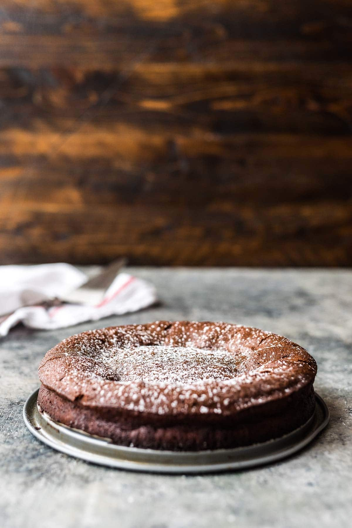 The BEST Flourless Chocolate Torte. Rich, decadent, and so easy to make! Recipe at wellplated.com | @wellplated