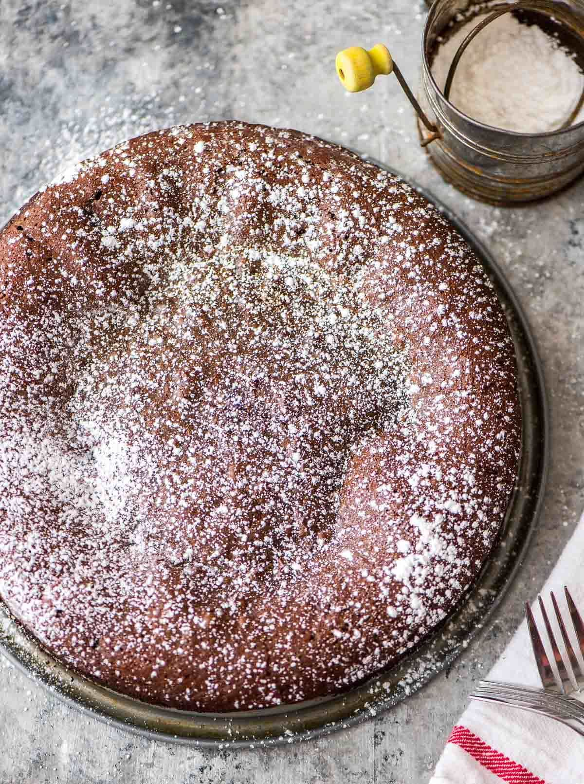Flourless Chocolate Torte – Easy and impressive! Silky smooth, ultra chocolaty, and easy to make ahead! The perfect party dessert. Recipe at wellplated.com | @wellplated