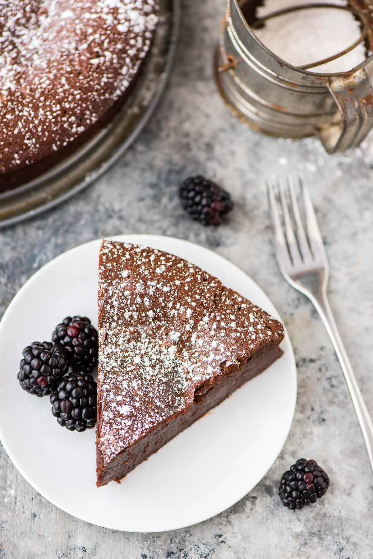 Rich and decadent Flourless Chocolate Torte. Easy to make and absolutely decadent! {gluten free and grain free} Recipe at wellplated.com   @wellplated