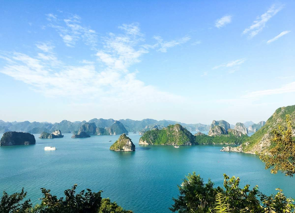 Vietnam: Hanoi, Ha Long Bay, Ho Chi Minh City, and Mekong River Delta