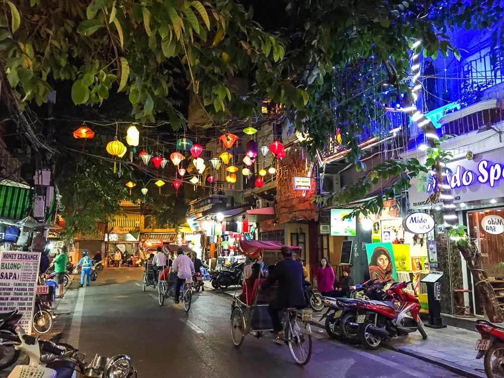 hanoi-street-at-night