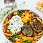 Easy Crockpot Lasagna Soup. Tastes just like lasagna, without all the layering or dishes! A healthy slow cooker vegetarian soup that your whole family will love. Simple and gluten free. Recipe at wellplated.com | @wellplated