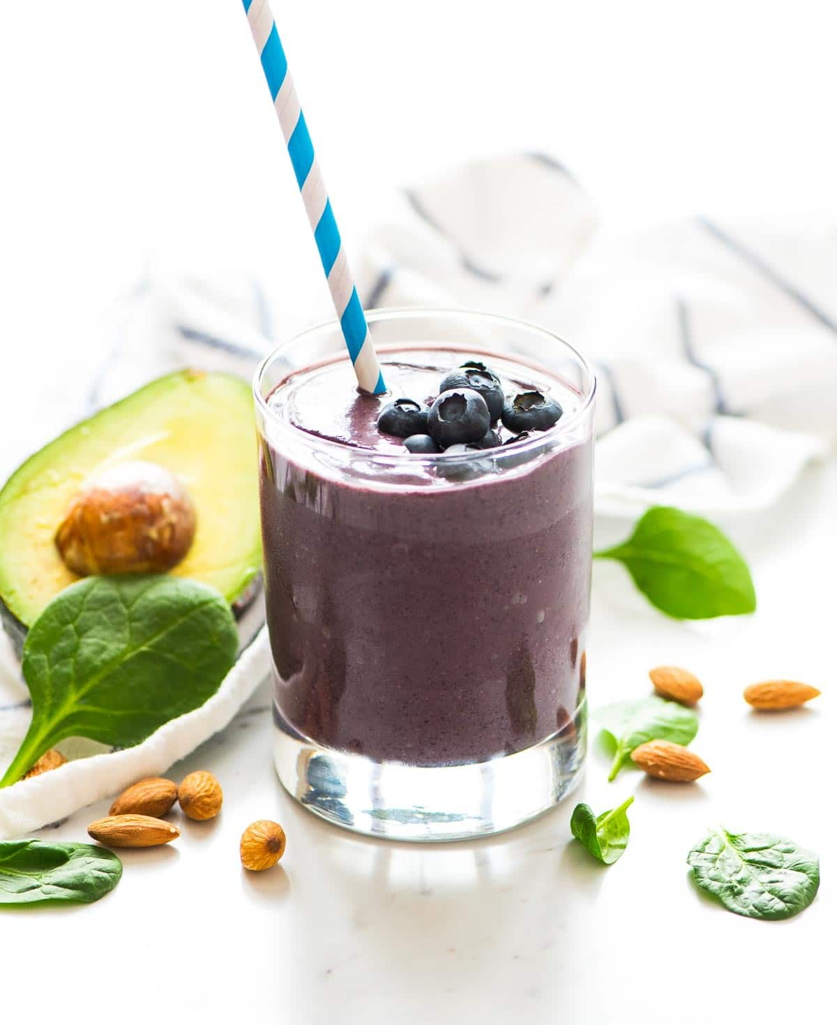 Blueberry Avocado Banana Smoothie – try this hydrating green smoothie for natural glowing skin! With healthy fats, antioxidants, and fiber, made for giving you your most beautiful skin yet. Recipe at wellplated.com | @wellplated