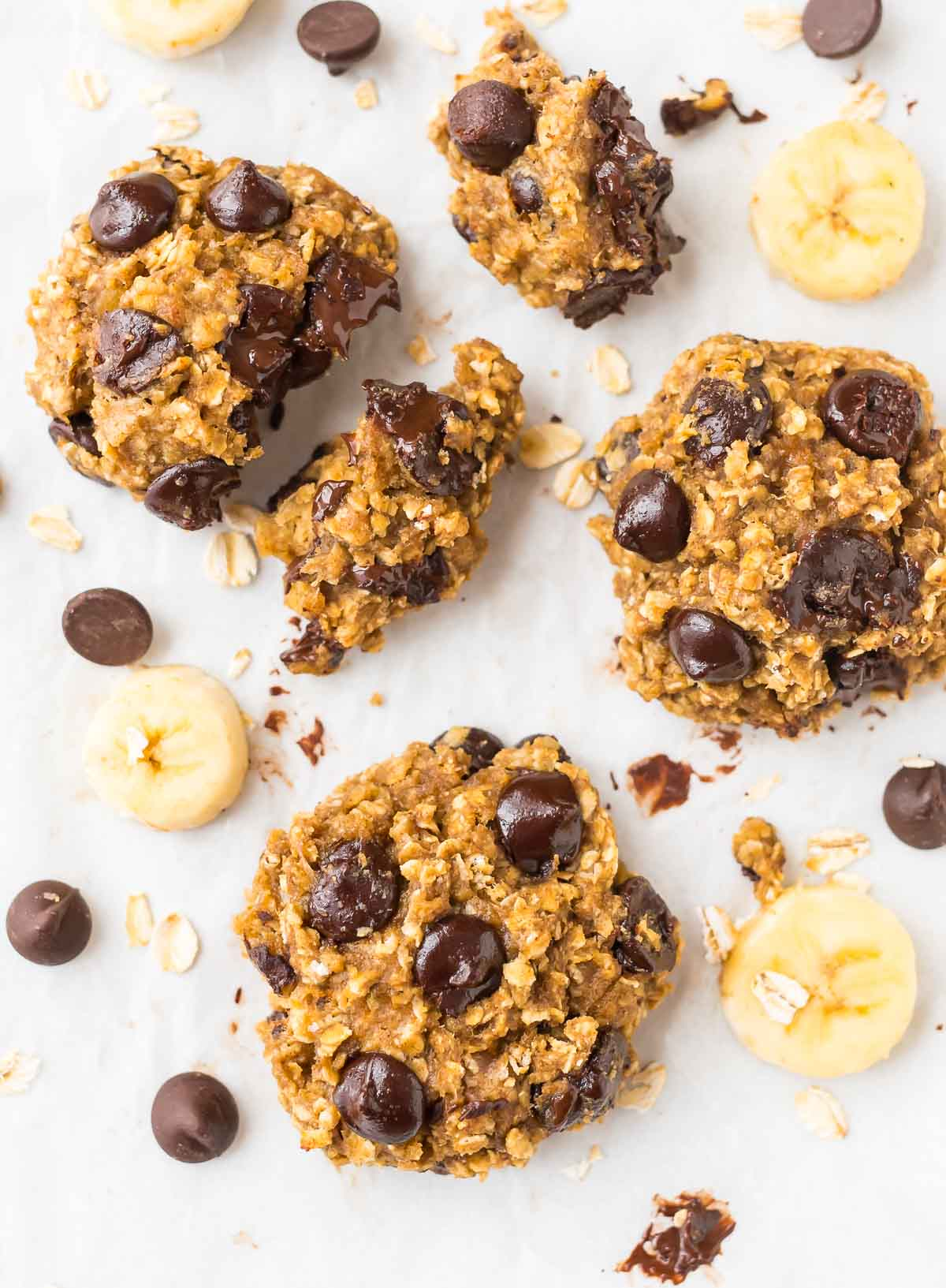 Ultra soft Oatmeal Banana Chocolate Chip Cookies. NO BUTTER! Banana makes the cookies ultra moist and chewy. Easy, healthy, and perfect for anytime you need a sweet fix. Recipe at wellplated.com | @wellplated