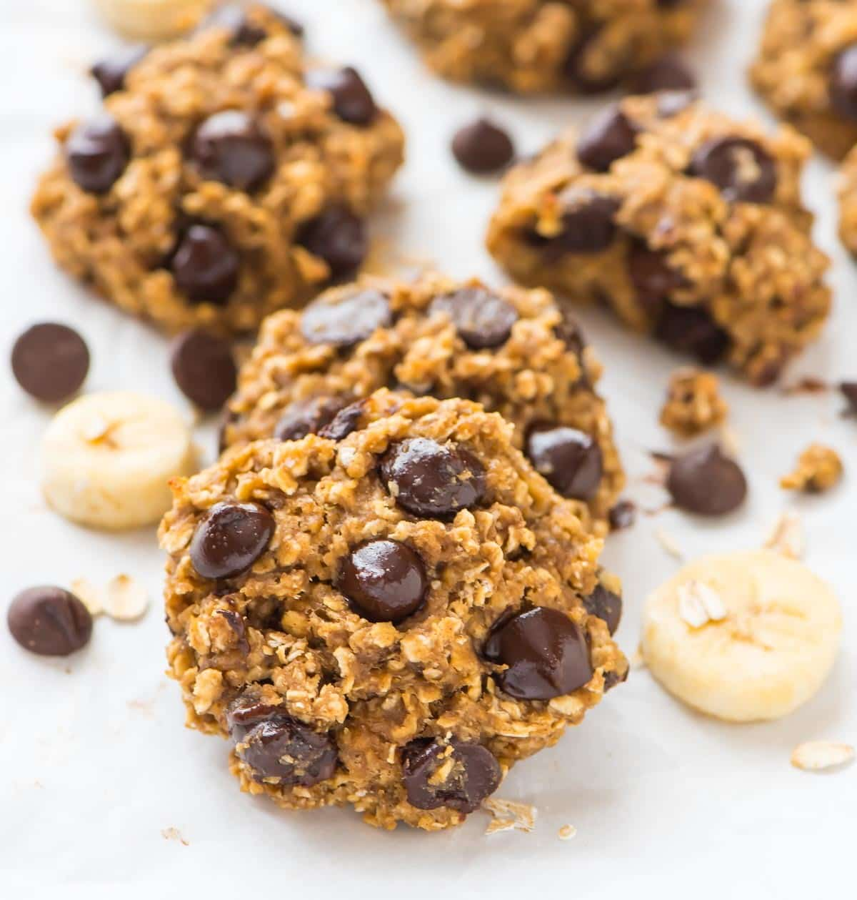 PERFECT soft and chewy Oatmeal Banana Chocolate Chip Cookies. NO BUTTER! Banana makes them naturally moist and sweet. Healthy recipe for kids or anytime you need a sweet fix. Recipe at wellplated.com | @wellplated